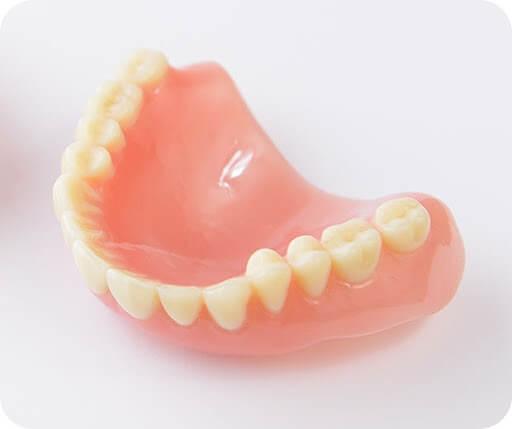 プラスチックで出来た総入れ歯(保険治療)